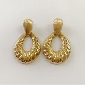 Women's Gold round Earrings